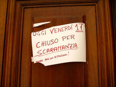 La scaramanzia roma in rima - Specchio che si rompe da solo ...